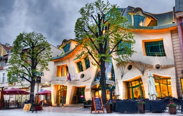 Crooked House - Polonia